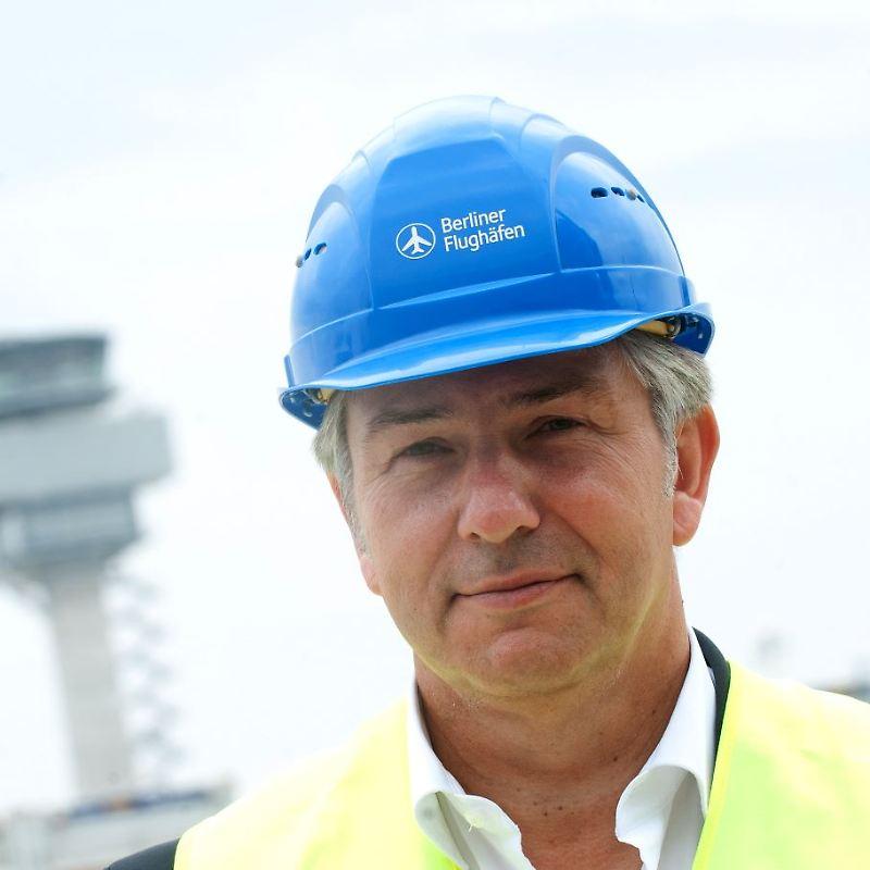 Klaus Wowereit sagt den ersten Eröffnungstermin des BER ab
